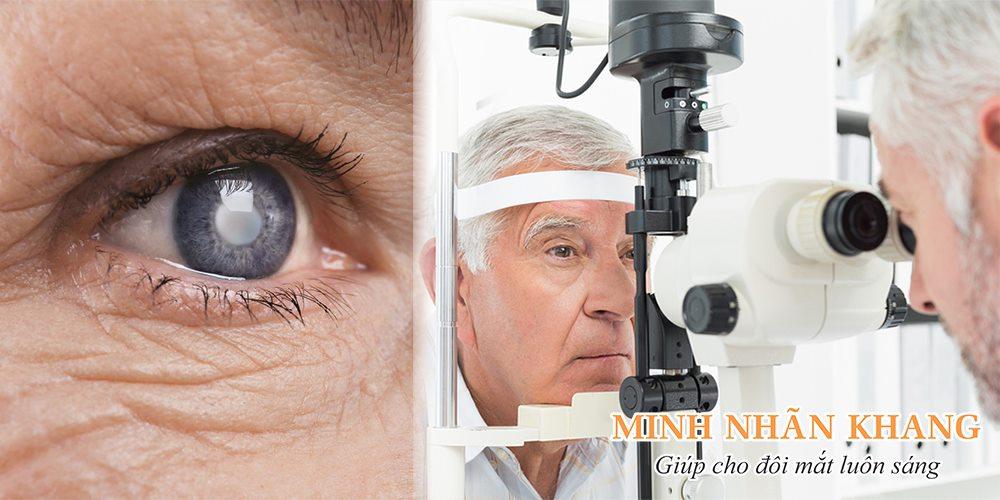 Tròng đen mắt bị đục là biểu hiện thường gặp ở người lớn tuổi